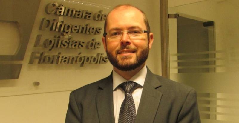 Dennis Martins, advogado, consultor e professor de direito imobiliário
